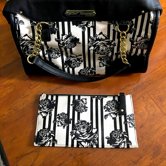 Beautiful Black & White Betsy Johnson Handbag